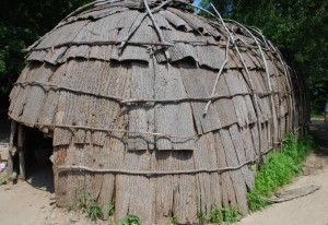 Wampanoag wetu, covered in bark for winter (photo credit:  Laura Rulon, Pinterest)